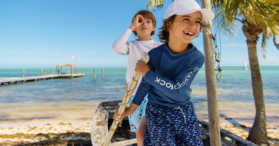 Jungen UV schutzkleidung und Badebekleidung